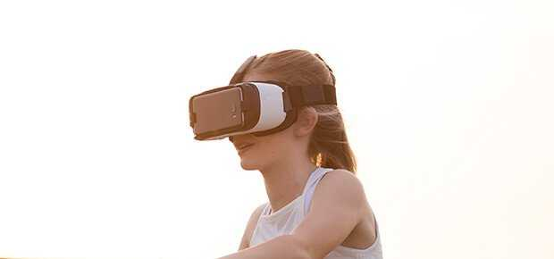 vr_virtual-reality_kvinde_girl_woman